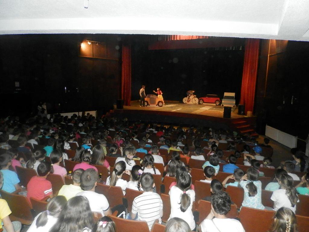 """Представа """"Мирка"""" забавила и образовала преко 400 основаца Општине Лакташи"""