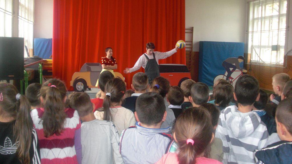 """Представа """"Мирка"""" забавила је и образовала преко 500 основаца у општинама Соколац и Вишеград"""