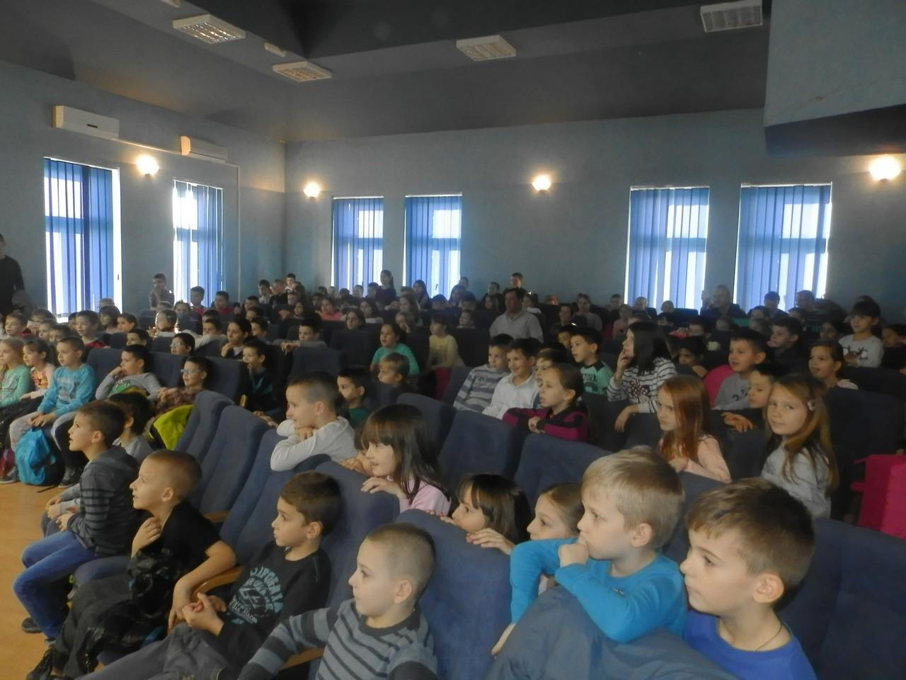 """Представа """"Мирка"""" одиграна пред малишанима Угљевика и Пала"""
