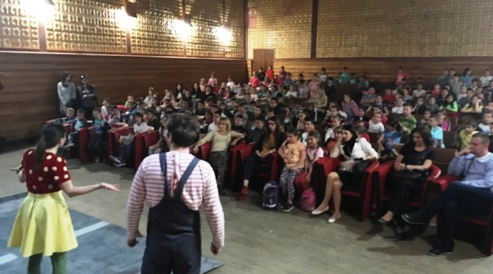 """Малишани у Општини Рудо одушевљени представом """"Мирка"""""""