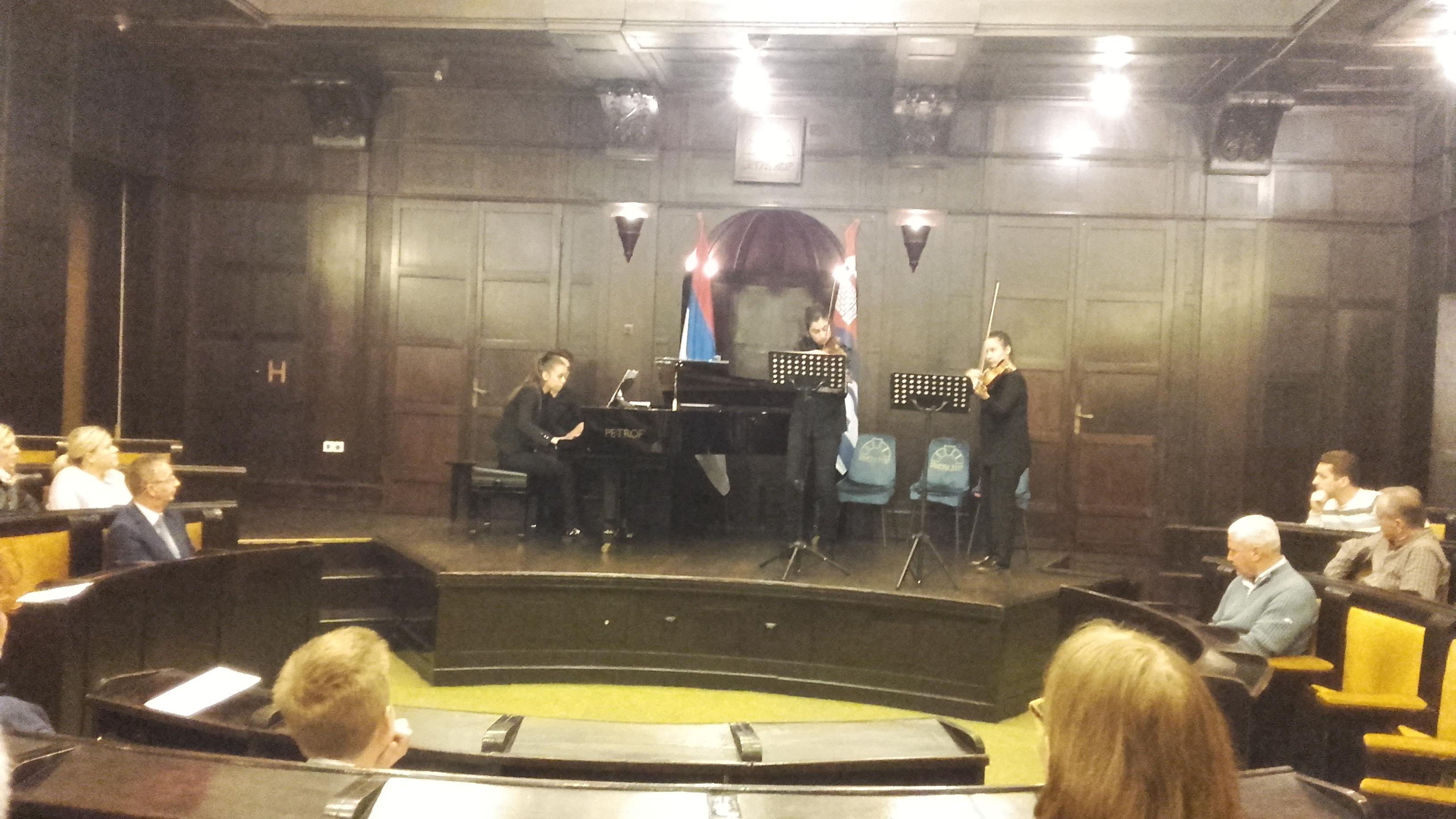 Поводом дана сјећења на жртве саобраћајних незгода у Банском двору одржан концерт класичне музике
