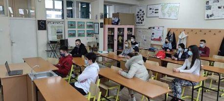 """Гимназијалци Бијељине одслушали предавања на тему """"Млади возачи и алкохол"""""""